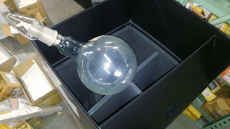 ガラスフラスコ専用通い箱を製作しました