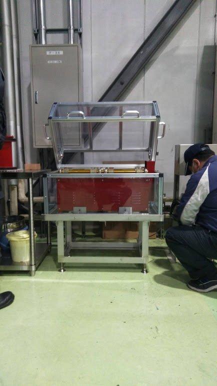 安全カバー付きバレル研磨機を製作しました(日立)